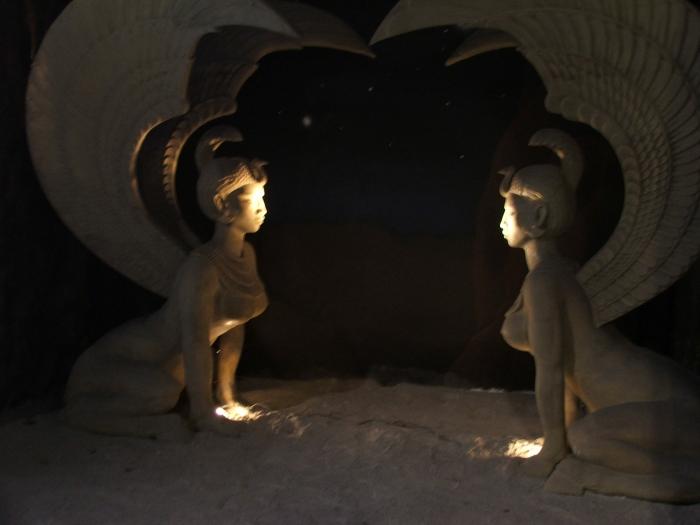 Bavaria_Filmstadt_-_NeverEnding_Story,_Sphinxes_(2)